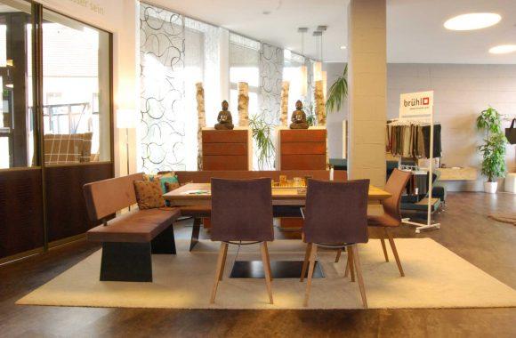 Schauraum Moderner Esstisch mit Stühlen - Schauraum Leoben