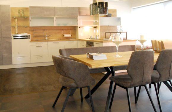 Schauraum Wohnküche mit Tisch - Schauraum Leoben