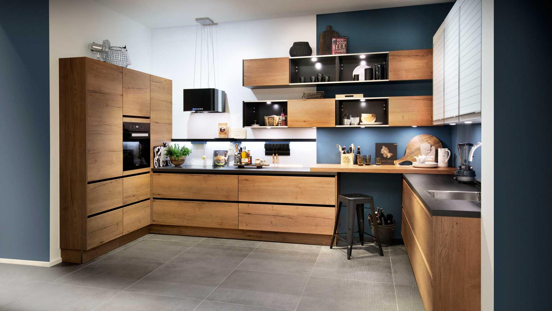 Grifflose Küche mit Holzfronten Leoben bei Miele Center P&R