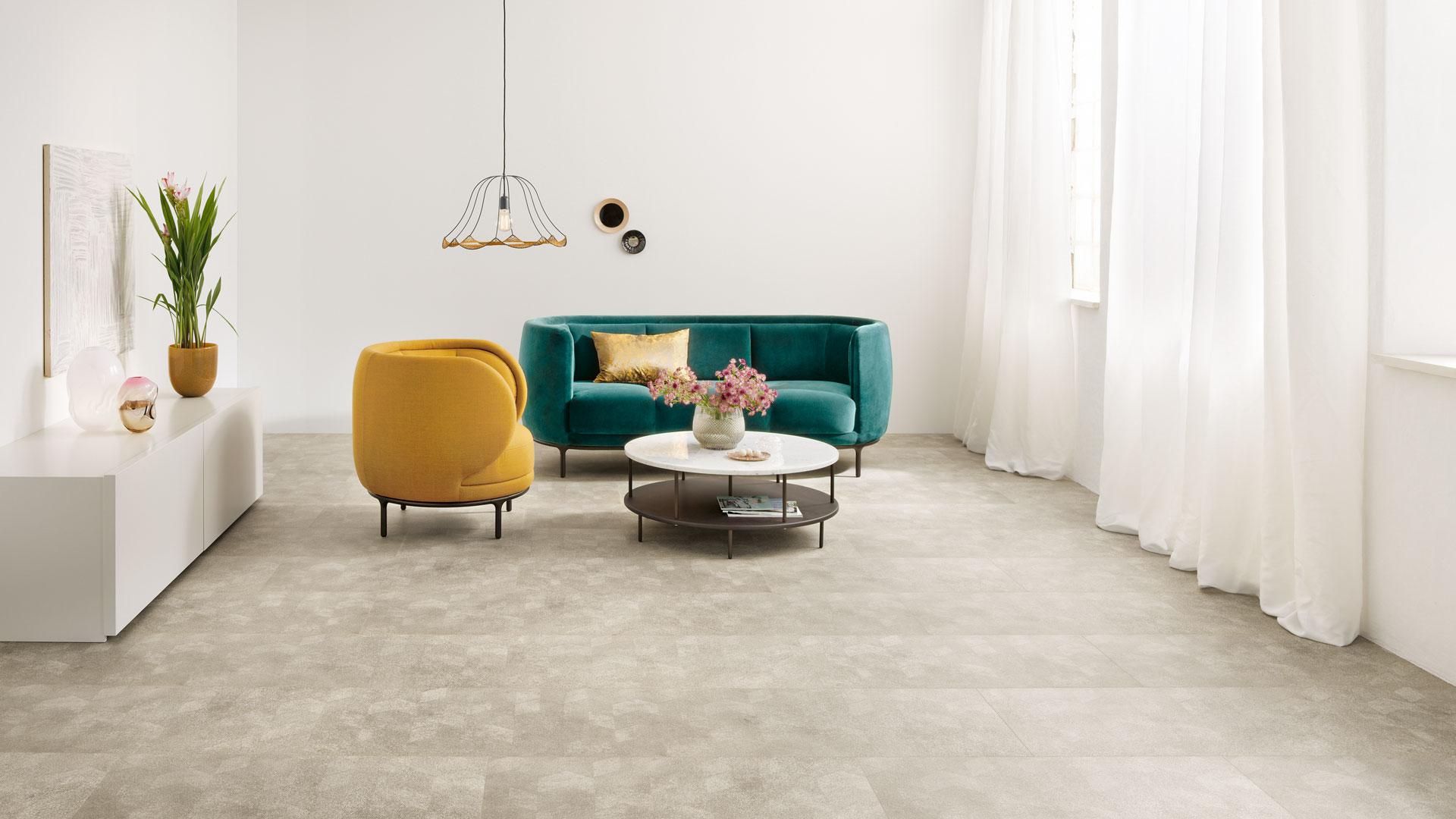 Rutschfester Boden für die offene Wohnküche bei P&R Leoben, Steiermark