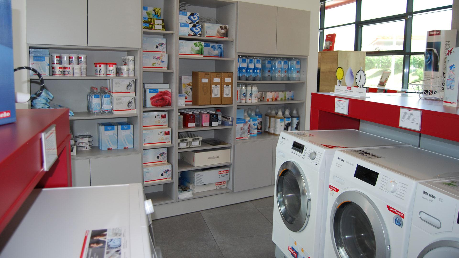 Küchenabverkauf Leoben - Schauraum mit Ausstellung für Küchen bei P & R